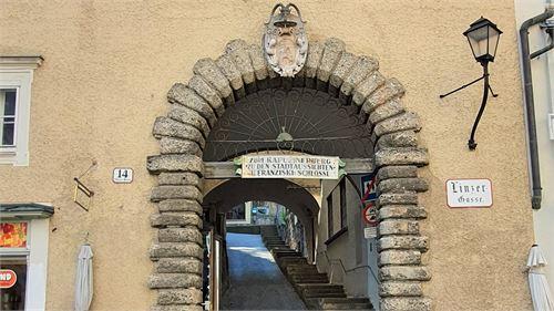 Tor in der Linzergasse auf den Kapuzinerberg