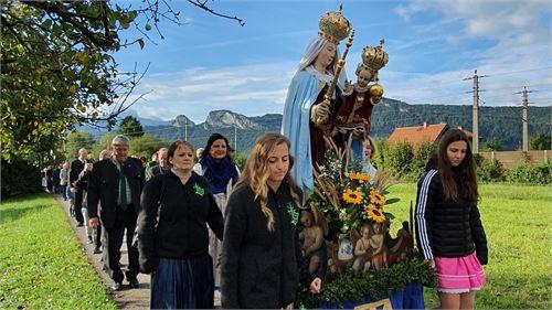 Heilige Mutter Gottes Trägerinnen beim Erntedankfest