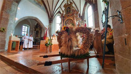 Erntekrone in der Pfarrkirche Puch