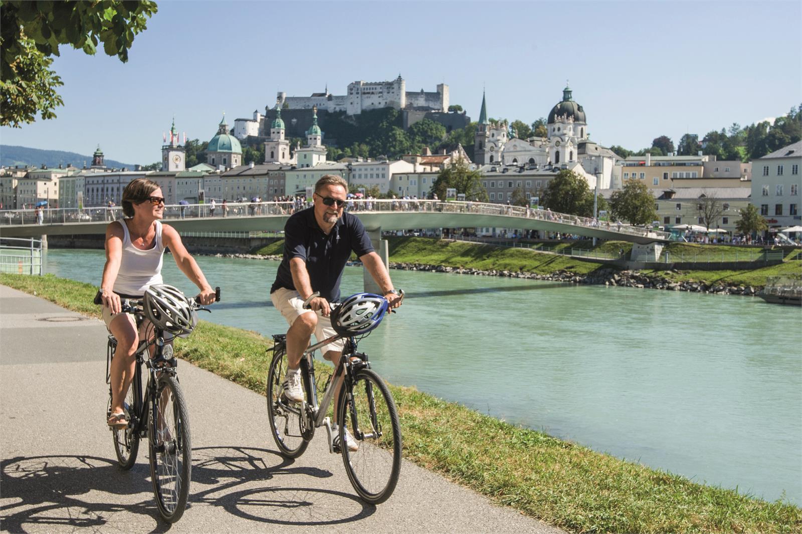 Radfahren am Tauernradweg in die Stadt Salzburg | ©Tourismus Salzburg