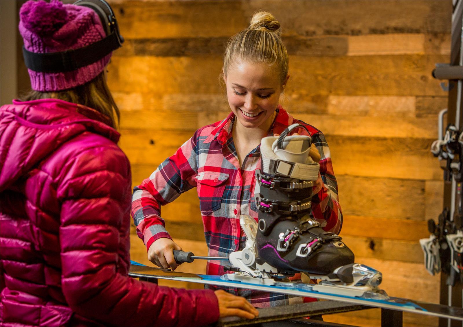 Skiservice und Tourenski Verleih beim Bergspezl in Puch   ©Canva