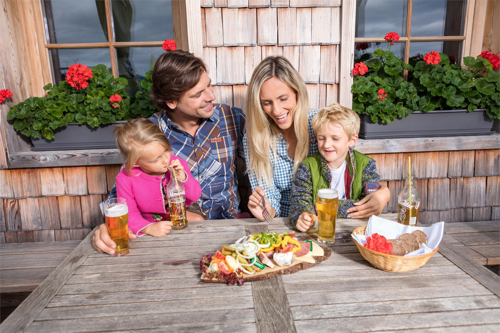 Genuss auf der Alm im Tennengau   ©Tennengau.com