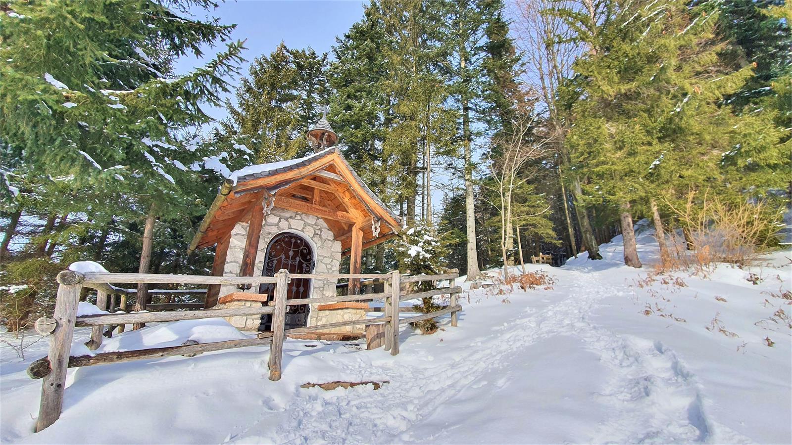 Hubertuskapelle auf der Schönalm in Puch im Winter   ©TVB Puch