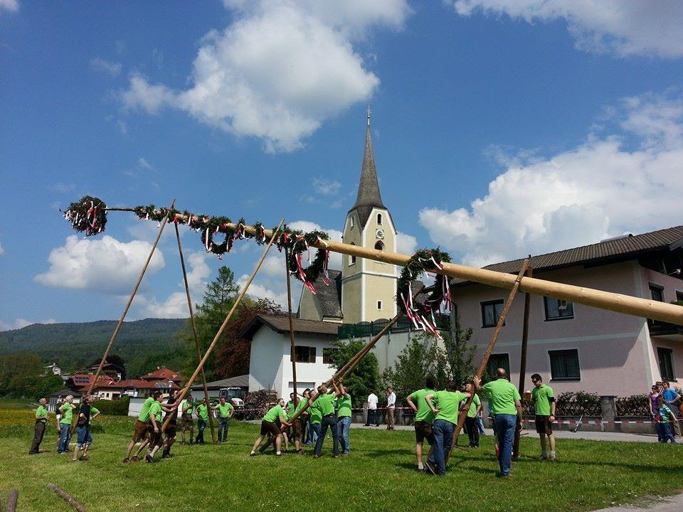 Maibaumaufstellen in Puch bei Salzburg | ©TVB Puch
