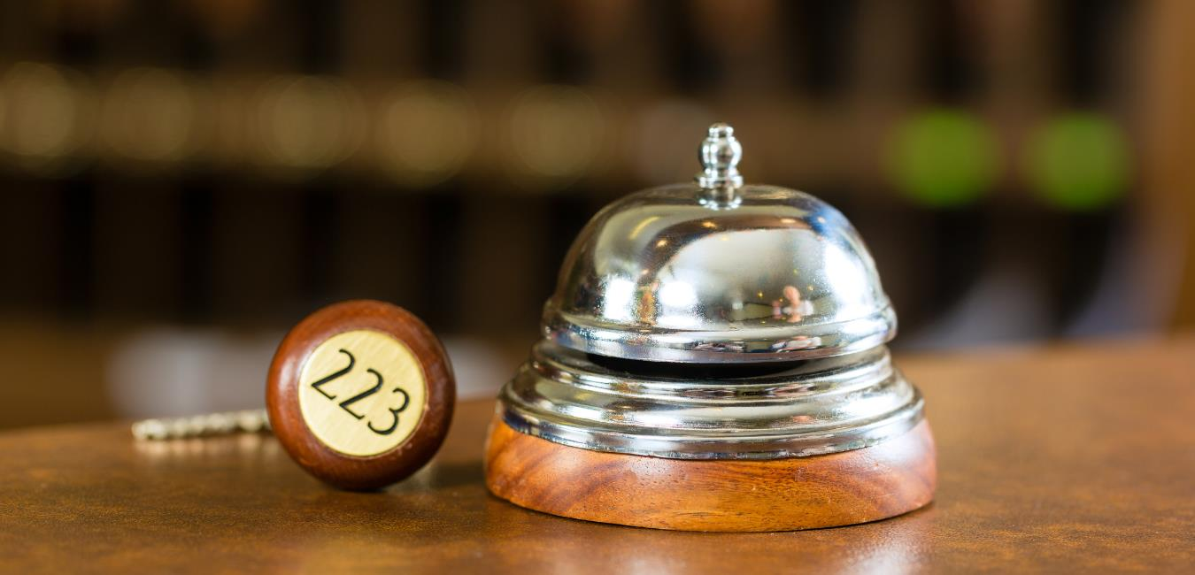 Hotelglocke Rezeption | ©Canva